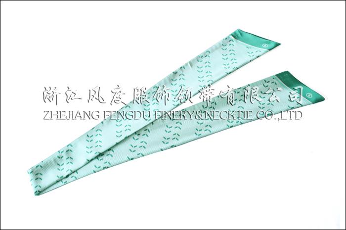 农行 仿丝双层衣领 规格:132x9.5x6.5cm